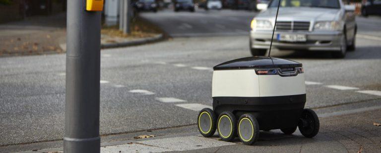 Starship robot delivering in Hamburg-Ottensen. (Photo: Hermes)