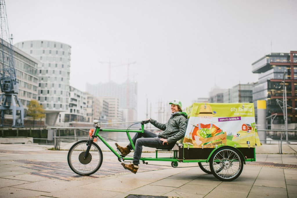 03c9aa4aa7b In Hamburg, the company city farming delivers organic food to the city's  offices by cargo bike. (Photo: city farming)