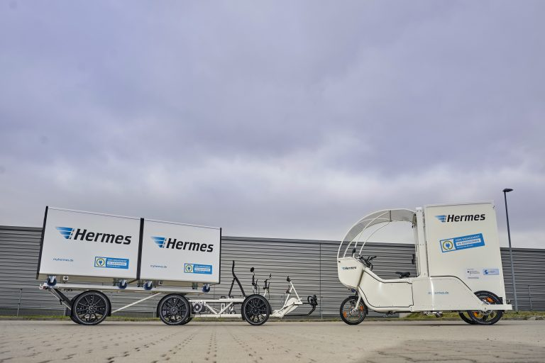 In Berlin, Hermes will trial Velove Armadillo (l.) and Rytl Movr (r.) cargobikes for parcel delivery. (Photo: Hermes)cargobike bicycle komodo