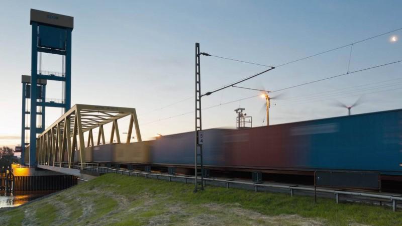Ein vollbeladener Güterzug verlässt den Hafen in Hamburg. (Foto: imago)