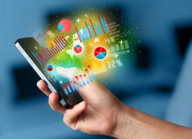 Das Smartphone wird in vielen Lebensbereichen zum unverzichtbaren Begleiter, immer stärker auch bei Geldangelegenheiten. (Foto: Shutterstock)