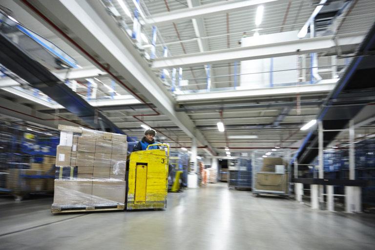 Sortierung von Sendungen im Logistik-Center Langenhagen. (Foto: Hermes)  weihnachten xmas pakete paketboom pakete