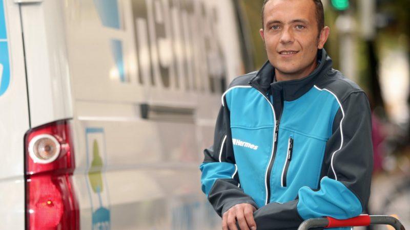 Hermes Zusteller in München: Bundesweit stellt Hermes ab jetzt auch Pakete für Zalando zu. (Foto: Theo Klein/Hermes)