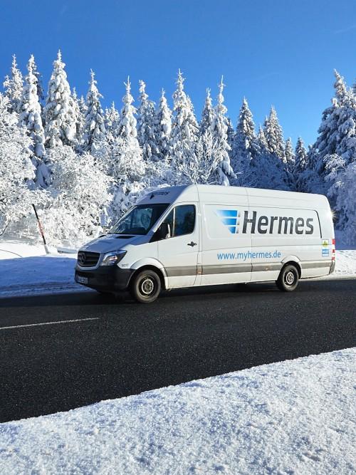 Sprinter von Hermes bei Schnee und sonnigem Winterwetter im Harz. (Foto: Hermes)