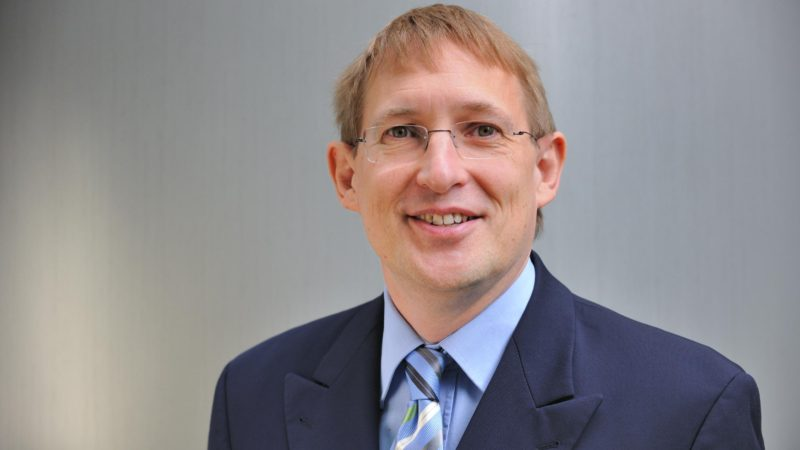 Prof. Dr. Dr. h. c. Wolfgang Kersten vom Institut für Logistik und Unternehmensführung der Technischen Universität Hamburg-Hamburg sieht in der Zustellung per Roboter ein Zukunftsmodell. (Foto: TUHH)