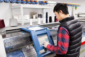 """Verkürzte Vorlaufzeiten durch neue Mustreproduktion (""""Sample Room"""") welche die Produktentwicklung in Dongguan begleitet. (Foto: Hermes)"""