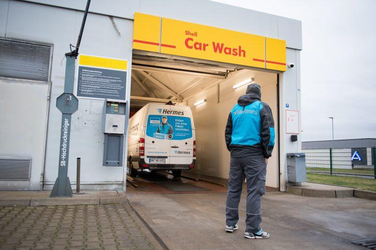 Hermes Zustellfahrzeug in der Waschanlage. (Foto: Hermes)