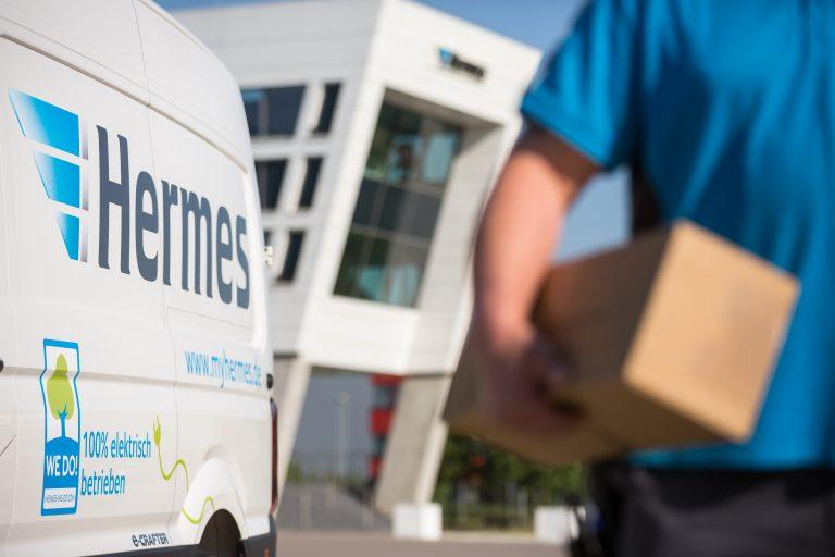 Elektrisch betriebener VW e-Crafter von Hermes am LC Langenhagen. (Foto: Hermes)  elektromobilität transporter lieferwagen fahrzeug paketzustellung logistik-center logistikcenter bote paket zusteller