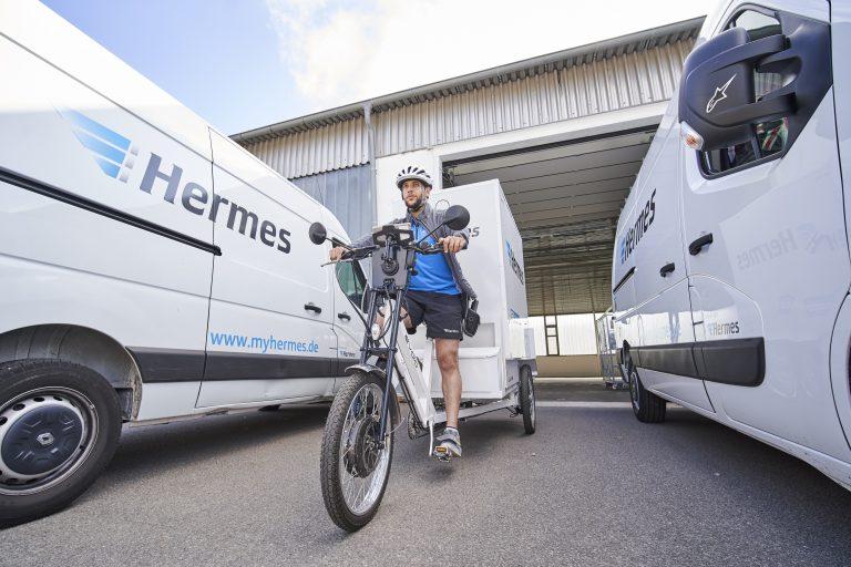 Start der Lastenradtour an einer Zustellbasis in Rostock (Foto: Hermes)lastenrad cargobike rostock zustellung