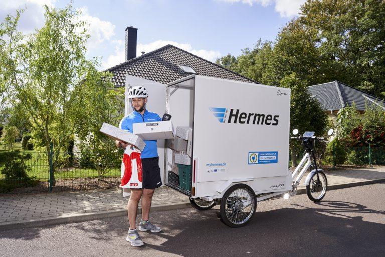 Lastenradzusteller im Rostocker Stadtteil Evershagen (Foto: Hermes)lastenrad cargobike rostock zustellung evolo