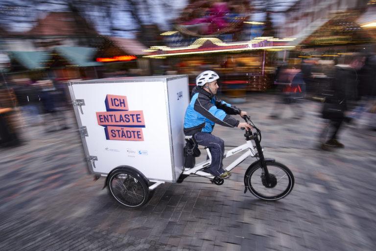 Pilotprojekt in Rostock: Hermes und DLR testen die Zustellung per Lastenrad im Rahmen des Projekts