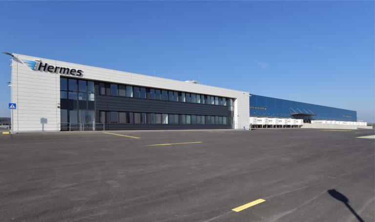 Außenansicht des neuen Hermes Logistik-Centers in Leipzig (Foto: Hermes)    verteilzentrum leipzig lc infrastruktur