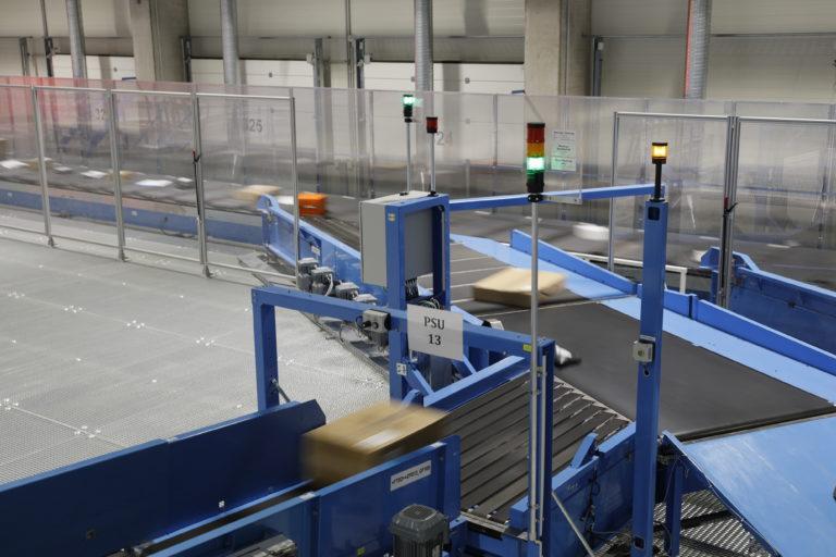 Innenansicht des neuen Hermes Logistik-Centers in Hamburg Billbrook. (Foto: Hermes)    logistikcenter; paketzentrum; verteilzentrum; sortierzentrum; förderband; sorter; technik; standort