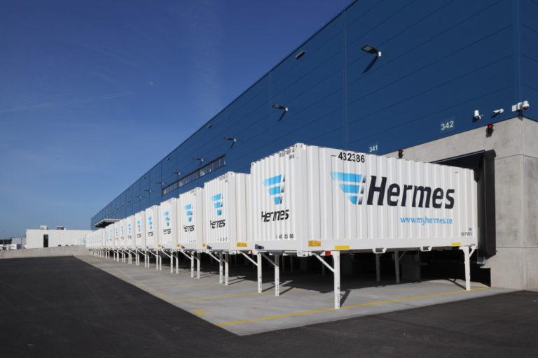 Wechselaufbaubrücken vor dem neuen Hermes Logistik-Center Münster-Osnabrück in Greven. (Foto: Hermes)  logistik-center; lc; münster; osnabrück; greven, wechselaufbaubrücken; wab; aussenansicht