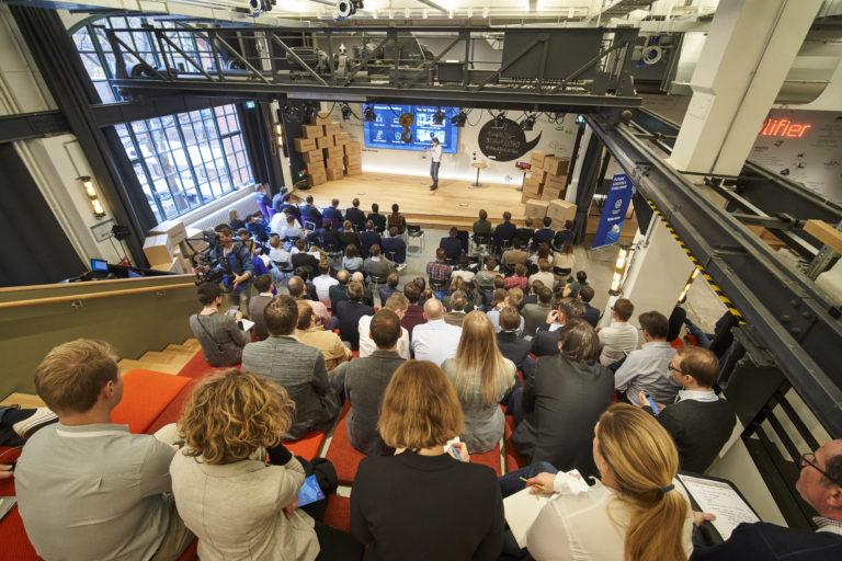 Das Publikum verfolgte mit großer Aufmerksamkeit die Pitch-Runden der acht Finalisten der Future Logistics Challenge 2019, die in Berlin stattfand.hermes europe; volkswagen nutzfahrzeuge; future logistics challenge; 2019; innovation