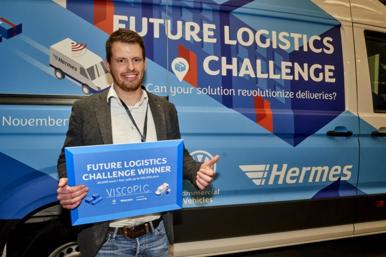 Felix Meißgeier vom Münchener Start-up VISCOPICS GmbH hat im Rahmen der Future Logistics Challenge von Hermes Europe und Volkswagen Nutzfahrzeuge ein Proof-of-Concept im Wert von 125.000 Euro gewonnen. Er nahm sich primär der Herausforderungen im Laderaum des Zustellerfahrzeugs an und überzeugte die Jury im Pitch.  hermes europe; innovation; future logistics challenge; 2019; fahrzeuge; zustellung; zusteller