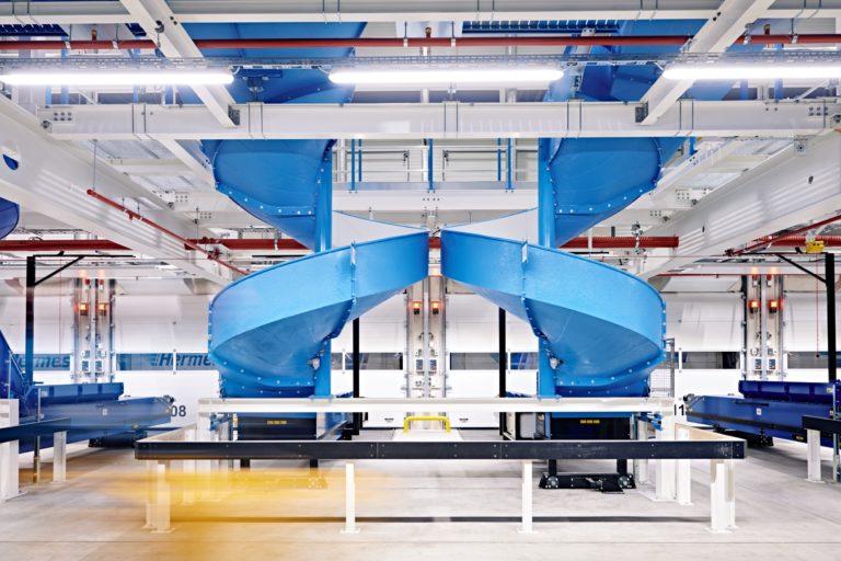 Hermes Logistik-Center Leipzig-Halle. (Foto: Hermes/Willing-Holtz)  Logistik-Center; Logistikzentrum; Paketzentrum; Sortierzentrum; Leipzig; Halle; Großkugel; Kabelsketal; Rutschen
