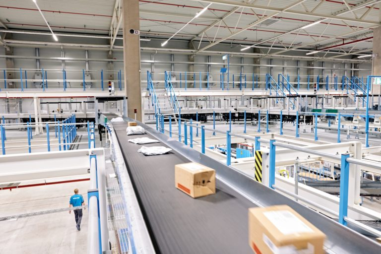Hermes Logistik-Center Leipzig-Halle. (Foto: Hermes/Willing-Holtz)  Logistik-Center; Logistikzentrum; Paketzentrum; Sortierzentrum; Leipzig; Halle; Großkugel; Kabelsketal
