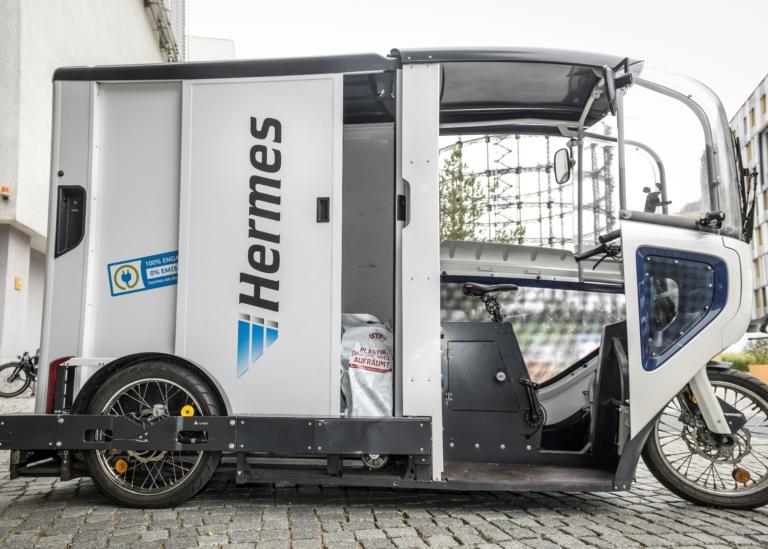 Zur Hermes-Flotte, die in der Berliner Innenstadt emissionsfrei unterwegs ist, gehören 28 Lastenräder. Jedes Lastenrad transportiert täglich zwischen 120 und 130 Sendungen. (Foto: Hermes)  Lastenräder; City-Logistik; E-Mobilität; Green Delivery Berlin; Nachhaltigkeit; emissionsfrei