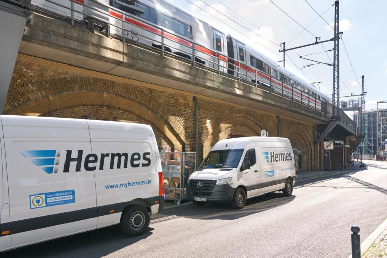 Hermes stellt ausgehend von drei hybrid genutzten Mikrodepots in Berliner Innenstadtbezirken emissionsfrei zu. (Foto: Hermes/Willing-Holtz)E-Transporter; E-Flotte; E-Fahrzeuge, Mikrodepot; Berlin; Green Delivery; emissionsfrei