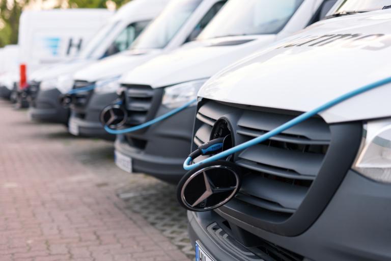 Hermes treibt die Elektrifizierung seiner Fahrzeugflotte kontinuierlich voran. Die Ladeinfrastruktur ist hierbei ein wichtiger Teil. (Foto: Hermes/Willing-Holtz)  E-Mobilität; E-Transporter; Ladesäulen; Infrastruktur; Green Delivery Berlin