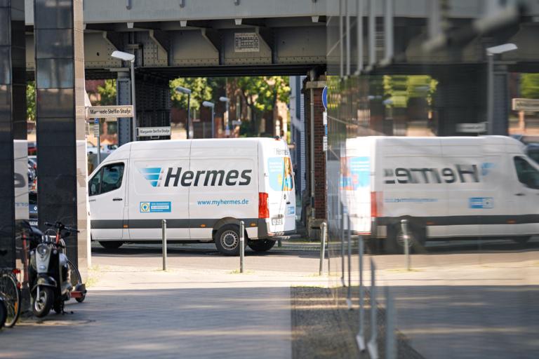 Hermes stellt in Berliner Innenstadtbereichen emissionsfrei zu. Neben Lastenrädern kommen 14 E-Transporter zum Einsatz. (Foto: Hermes/Willing-Holtz)  E-Transporter; Elektrifizierung; Fahrzeugflotte; E-Mobilität; Berlin; Green Delivery