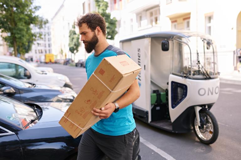 Hermes stellt auf 40 Quadratkilometern in der Berliner Innenstadt emissionsfrei per Lastenrad und E-Transporter zu. (Foto: Hermes/Willing-Holtz)Lastenrad; Berlin; Green Delivery; Zustellung; emissionsfrei